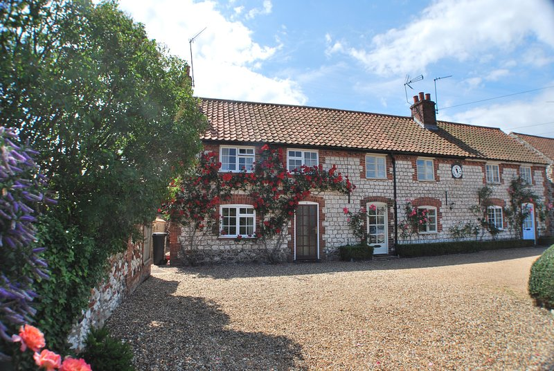 6 Clock Row, holiday rental in Thornham