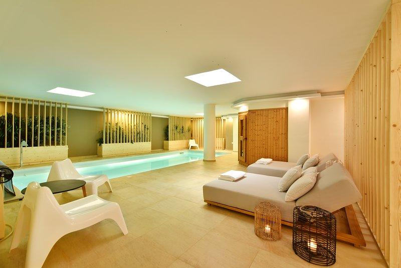 Aqua Villa-Deluxe Villa with Indoor Swimming Pool,Sauna ...