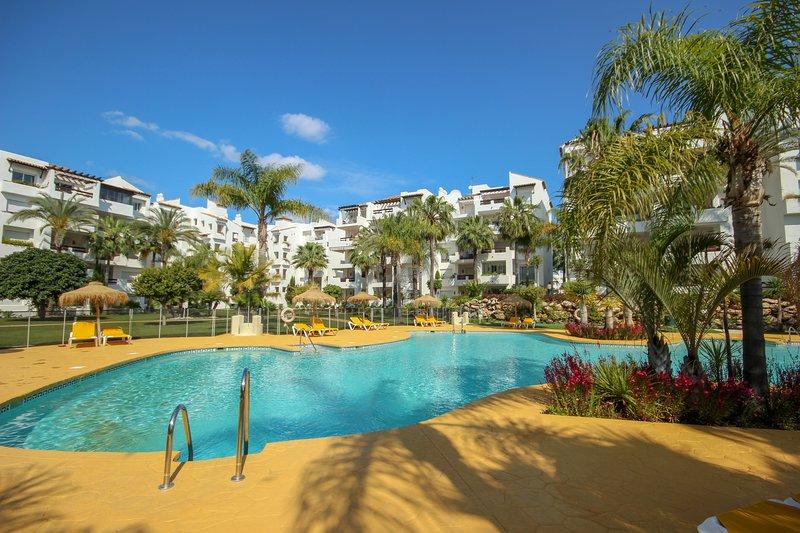 1614 - 2 bed penthouse apartment, Costalita, holiday rental in Urb. Villas de Costalita