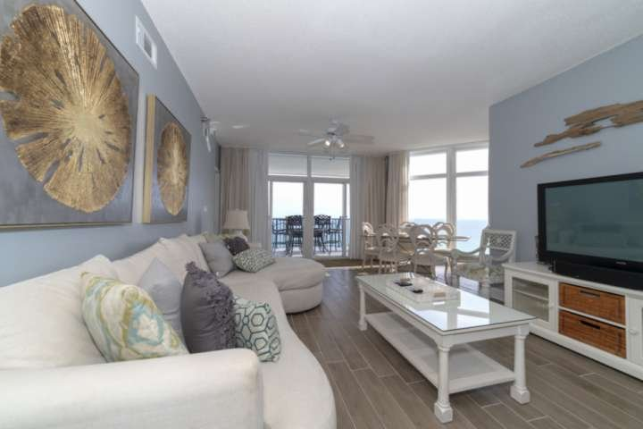 Beachfront Beauty on 14th Floor Jade East. Newly Remodeled! Large Balcony to Enj, holiday rental in Destin