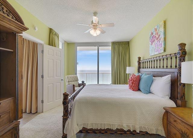 Camera da letto principale con vista sul golfo