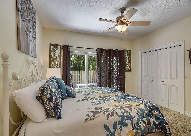 MIL Suite Kign sized bed