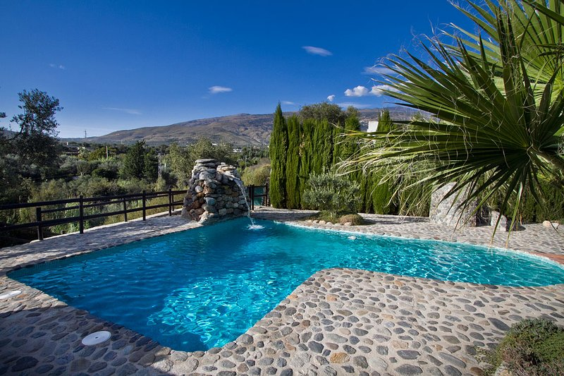 Spacious villa with swimming-pool, holiday rental in Velez de Benaudalla