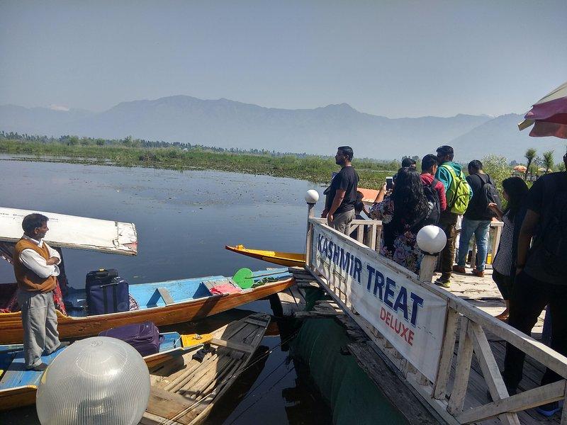 Kashmir Treat houseboat - sleeps of 12, holiday rental in Srinagar
