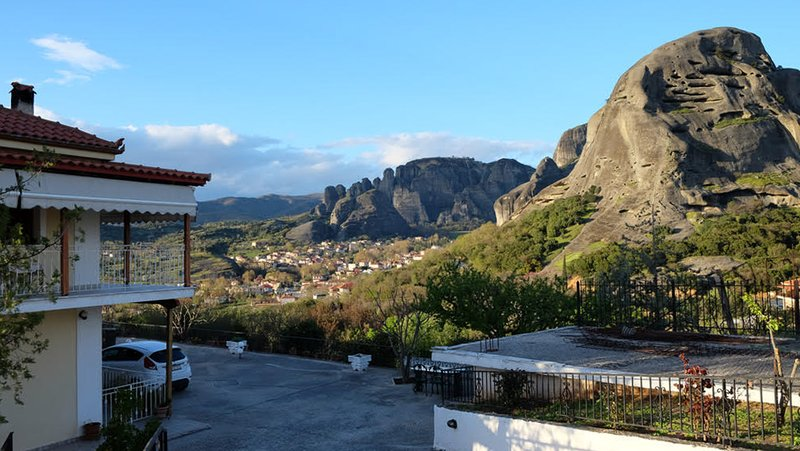 Majestic view Home just under Meteora Unesco Site, holiday rental in Diava