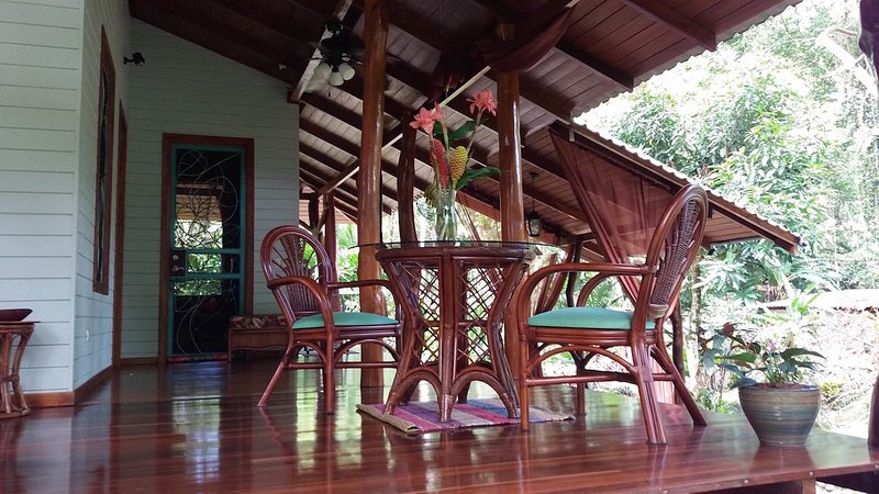 Tin Roof Perfect for Couples Retreat, holiday rental in Hone Creek