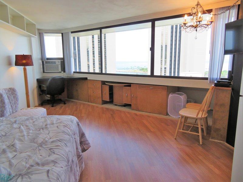 OCEAN View Studio w/FREE Parking, holiday rental in Honolulu