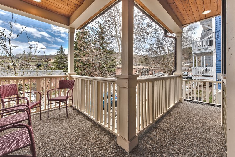 Main Level Front Deck with Seating