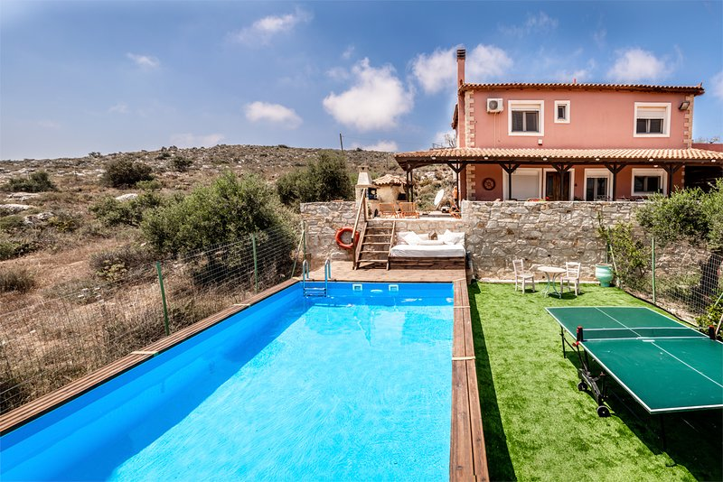 Luxury House Villa Elise, Private Pool, Aircon, Wifi, Table Tennis, location de vacances à Vathianos Kampos