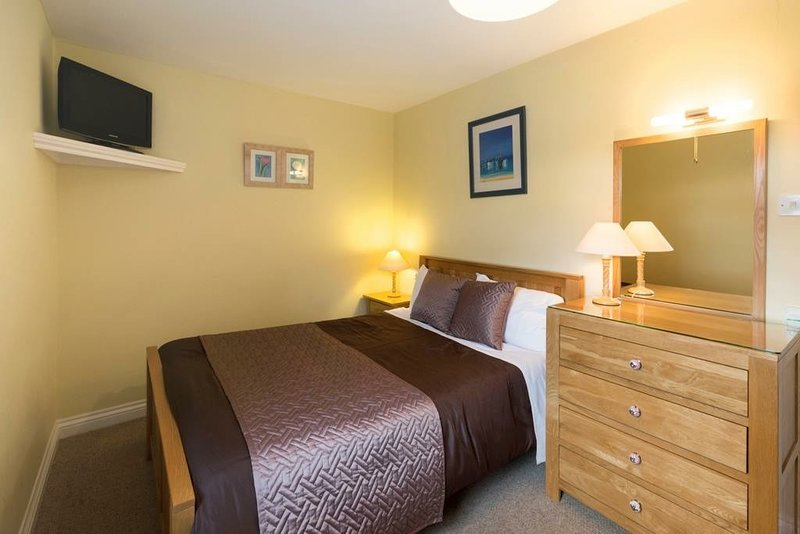 The Croft Cottage has beautiful views of the Cambrian Mountain, holiday rental in Borth