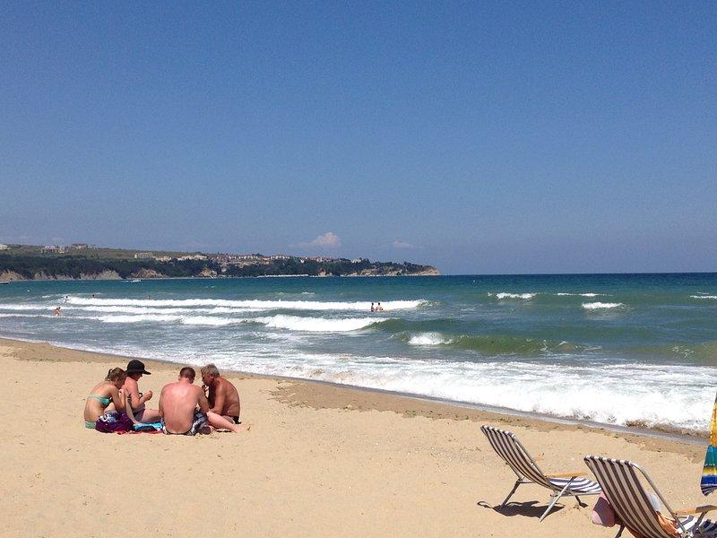 Large family apartment, 6km long sandy beach, PROSTOR !, casa vacanza a Obzor