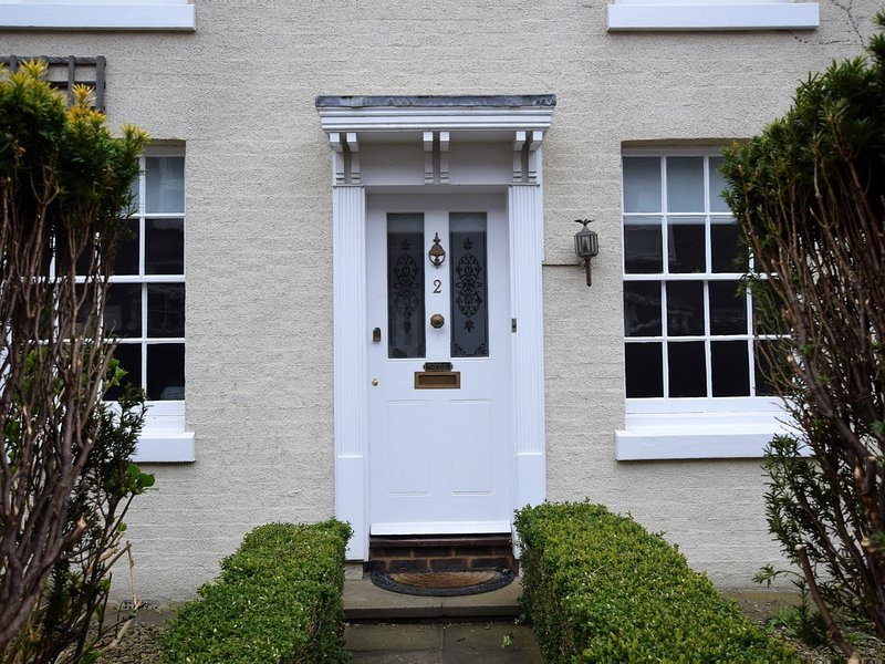 Delightful tucked away cottage,just ten minutes from the town centre