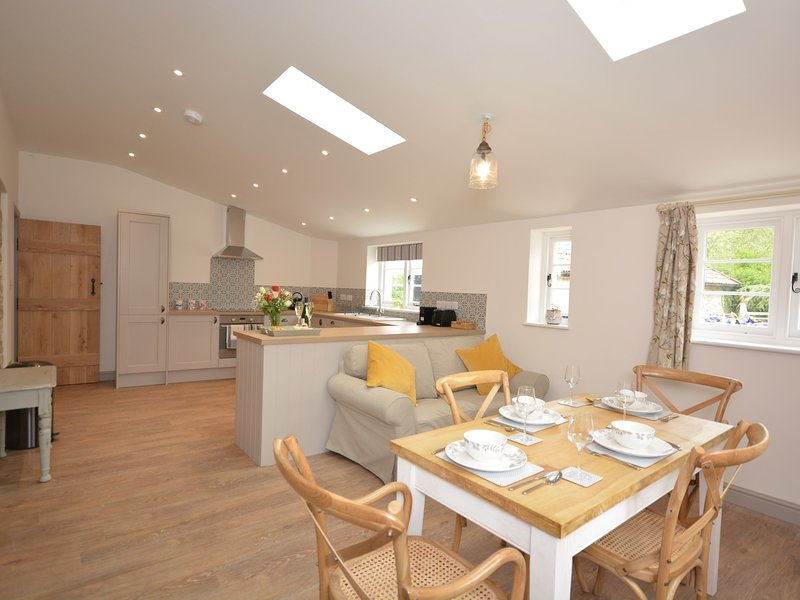 Bright and spacious open-plan kitchen/dining area