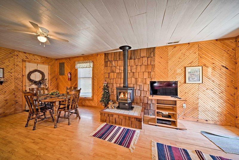 Cozy Spragueville Studio Cabin by Maquoketa River, casa vacanza a Sabula
