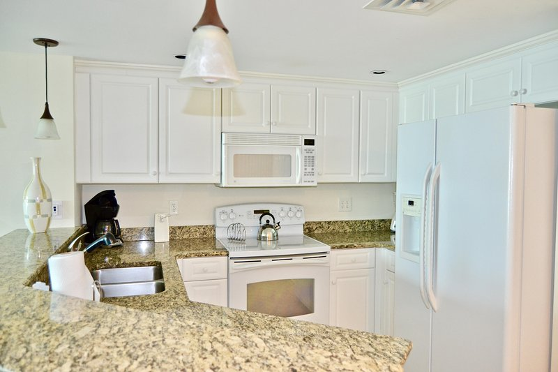 Gourmet fully equipped, kitchen, granite tops