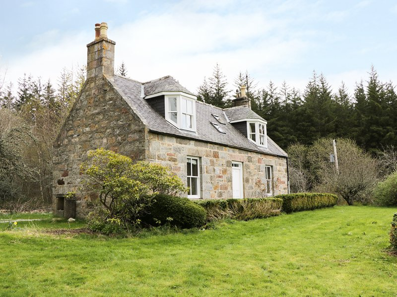 ANNFIELD, woodland, WiFi, Archiestown 1.5 miles, Ref 980732, vacation rental in Dufftown