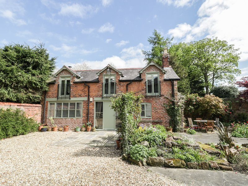THE COACH HOUSE, woodburner, mezzanine, open-plan, in Christleton Chester, vacation rental in Tarvin