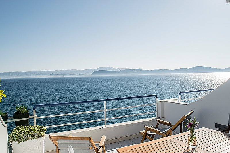 Luxury beach apartment | Sea view balcony | near Nafplio, Mycenae, Epidaurus, location de vacances à Kiveri