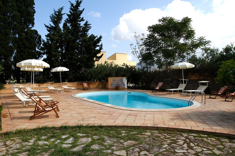 Apartment with shared pool, location de vacances à Guarrato