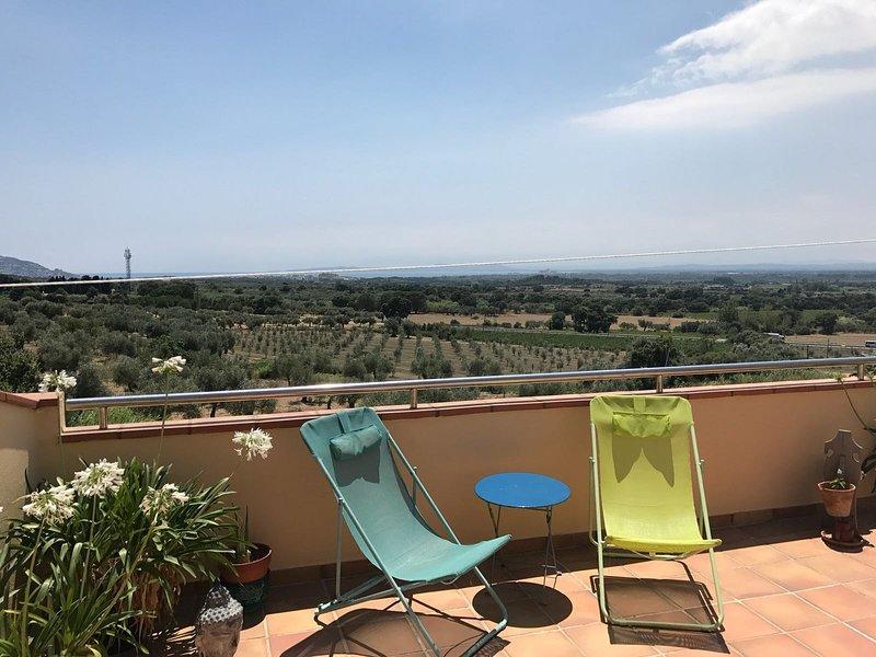 balcon à l'étage avec vue sur les vignes et la baie de Roses