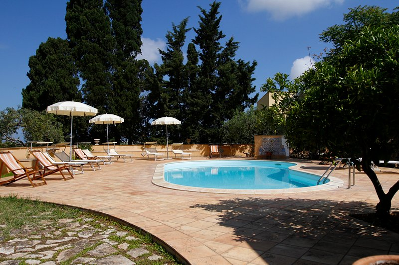 Beautiful studio with shared pool, location de vacances à Guarrato