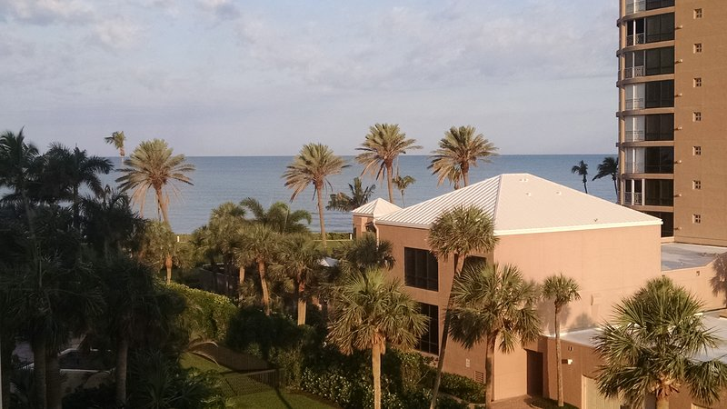 Luxury Beachfront Condo- Gulf Views From Every Room, vacation rental in Pelican Bay