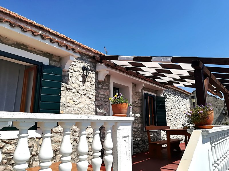 Dalmatian stone apartment, vacation rental in Sveti Filip i Jakov