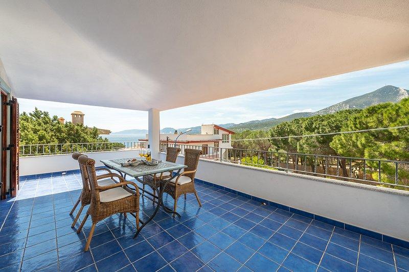 ATTICO MARE: delizioso attico vista mare centrale, 7 persone, holiday rental in Cala Gonone