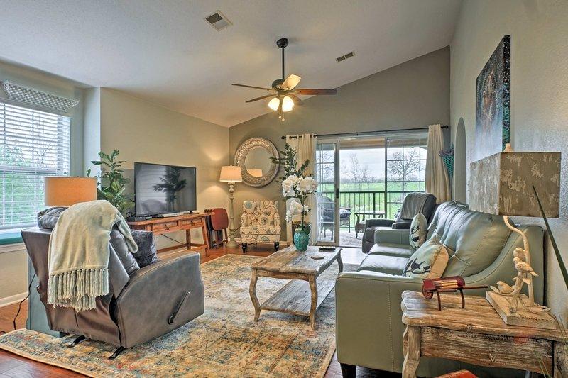 Holiday Hills Resort Condo - Mins to Branson Strip, casa vacanza a Rockaway Beach