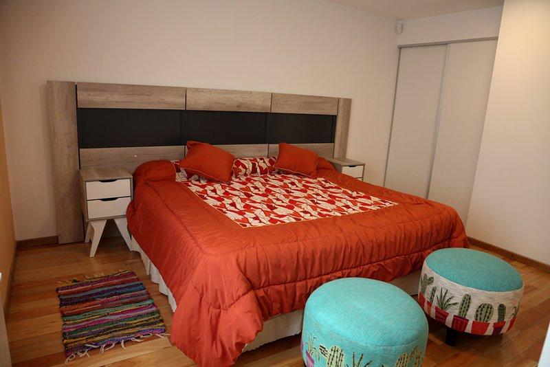 Bedroom (king bed option)