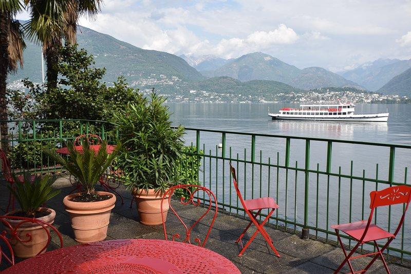 Casa Giuseppe, #2, lakeside terrace Lago Maggiore in Gerra (vis a vis Locarno), casa vacanza a Lago Maggiore