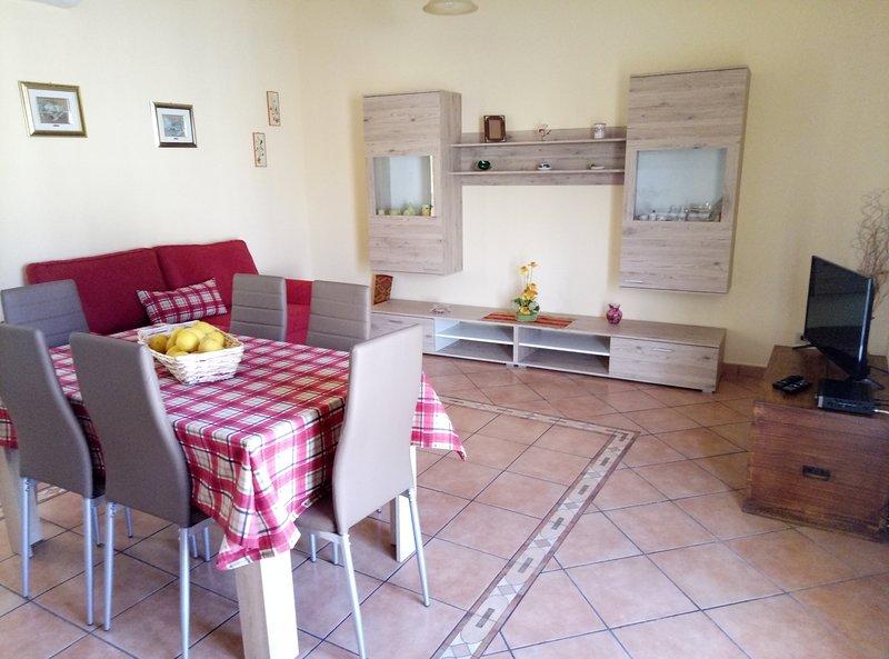 Casa Alessia, 80 metri dal mare, holiday rental in Letojanni