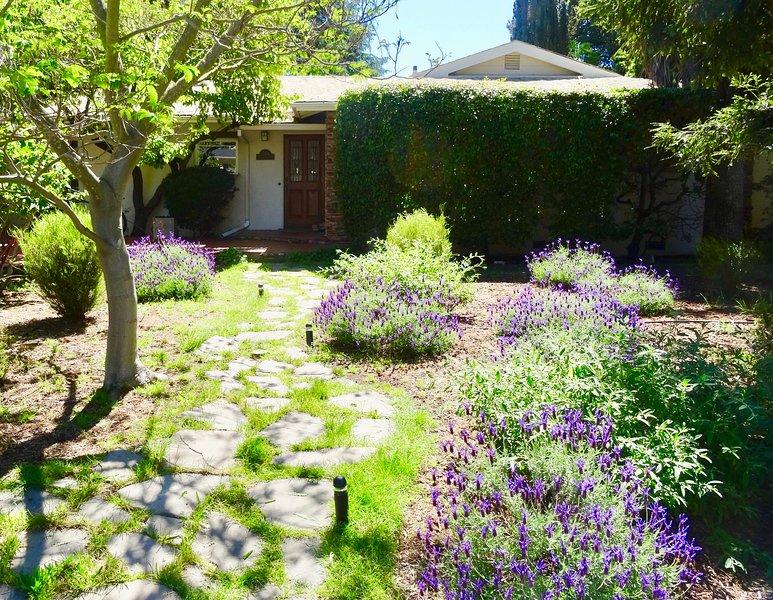 Bienvenue à la vie Palo Alto confortable et pratique dans un joli quartier sûr près de Stanford