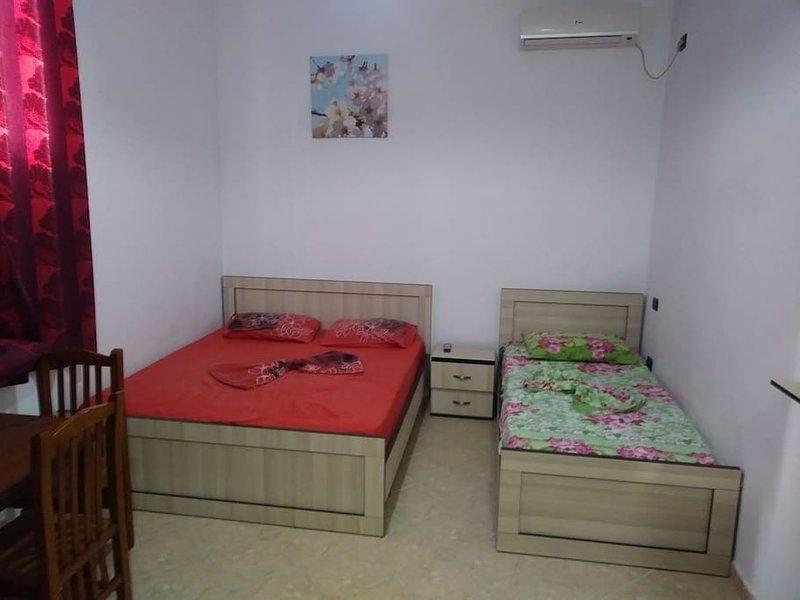 Lekdushi / bedroom #6, location de vacances à Golem