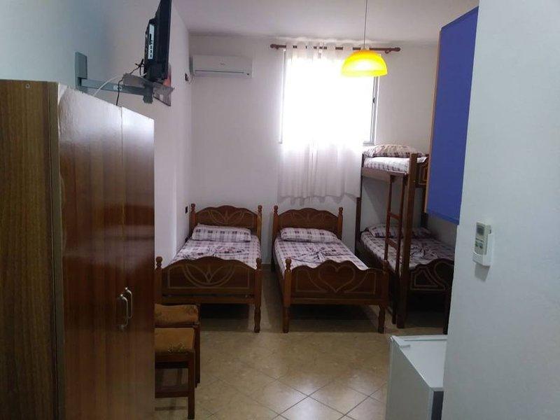 Lekdushi / bedroom #5, location de vacances à Golem