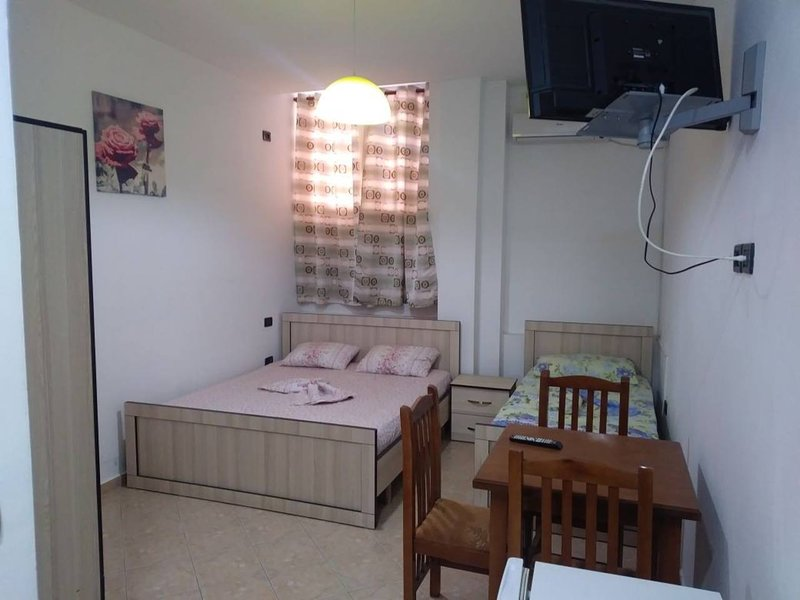 Lekdushi / bedroom #8, location de vacances à Golem