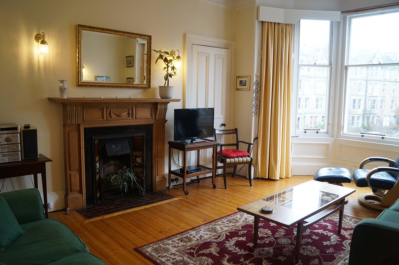 Large bright living room (with view to Edinburgh Castle)