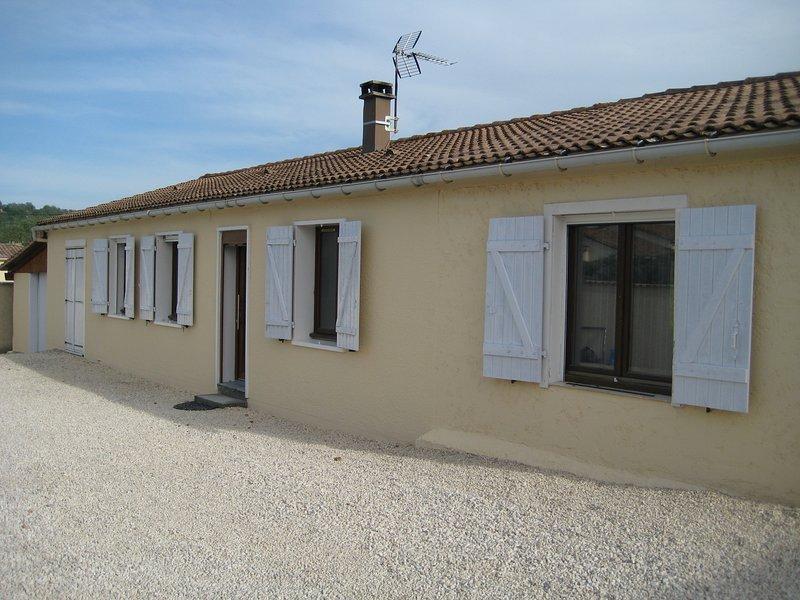 Jolie villa à quelques pas de l'Ardèche, holiday rental in Saint-Victor-de-Malcap