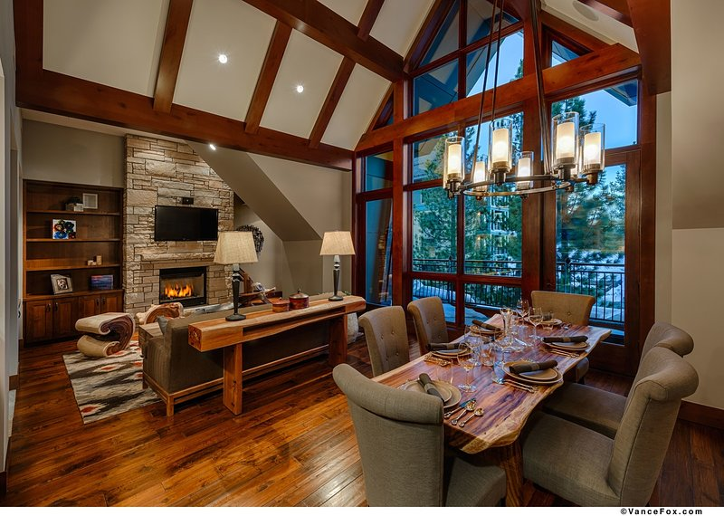 The_Ritz-Carlton__Lake_Tahoe _-_ Penthouse_Residence__609 _-_ Living_and_Dining_Room