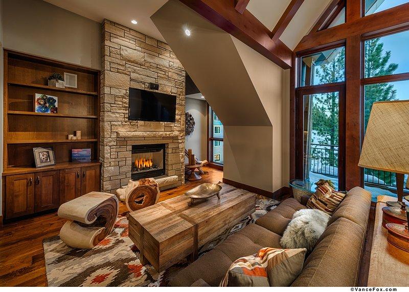 The_Ritz-Carlton__Lake_Tahoe_-_Penthouse_Residence__609_-_Living_Room