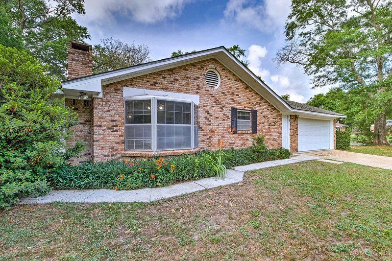 Spacious Gulfport Home w/Patio - Mins From Beach!, holiday rental in Beauvoir