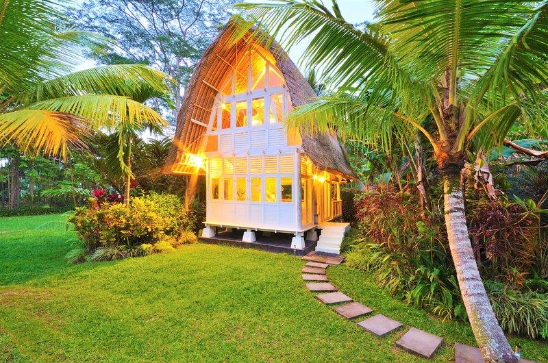 Jendela di Bali - 2 Bedroom Unique Villa Near Ubud, holiday rental in Bangli