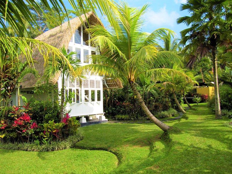 Jendela di Bali Unique Honeymoon Villa in Ubud, holiday rental in Bangli