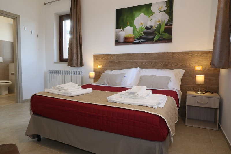 B&B COUNTRY HOUSE BORGO PRATOLE CAMERA DOPPIA, holiday rental in Cingoli