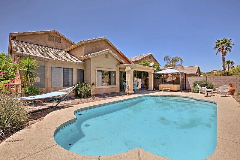 Eine Oase in der Wüste Urlaub erwartet Sie in diesem Arizona Hause mit Pool und Whirlpool!