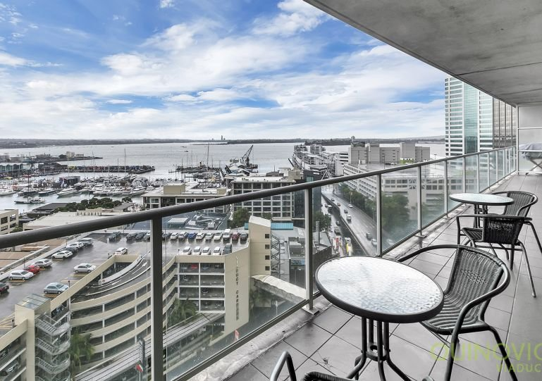 Apartment with large balcony overlooking the harbour