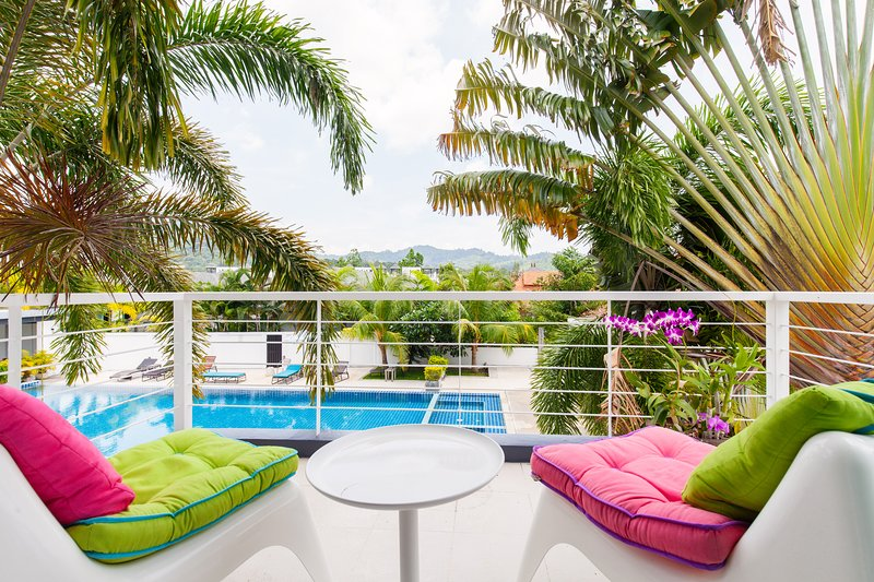 Kamala 36A Townhouse 2 bedroom with pool view., alquiler de vacaciones en Kamala