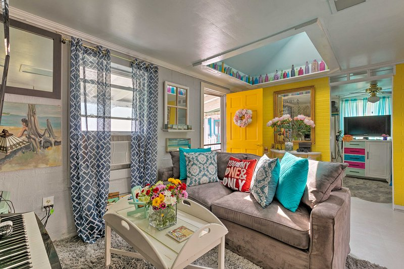 This home for 6 offers comfortable furnishings and vibrant decor!