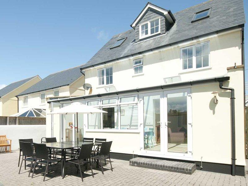 Da Nance - Crantock - fabulous family beach house, holiday rental in Crantock