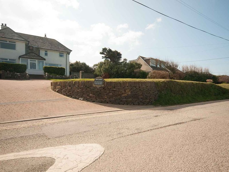 Bay View House - with a view of Crantock Bay, holiday rental in Crantock